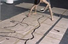 Beletti, Jorge. Fotografías del proceso de producción de la Caja-habitación de Jorge Simes. 1982. (Ibíd. pp. 104)